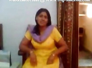 indian punjabi aunty showing boobs to young..