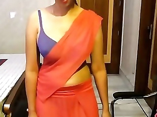 Indian Amateur In Saree Showing Her Shaved..